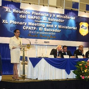 Maynard gives her speech at the opening of the meeting in the country. Foto EDH / Ericka Chávez